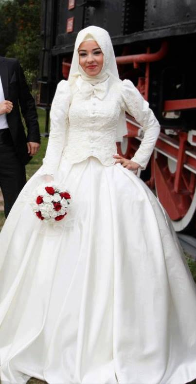 Beyaz Nişan Kıyafeti