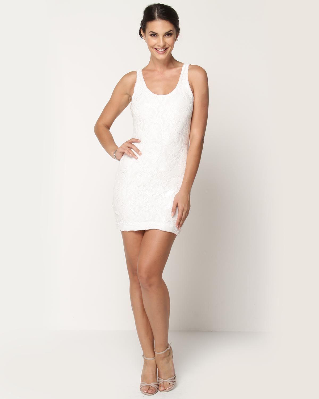 Beyaz kısa payetli elbise