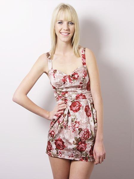 Dekolteli Çiçek Desenli Elbise