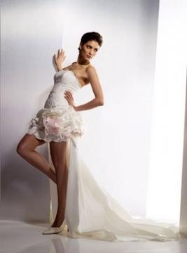 Yeni Beyaz Önü Kısa Elbise