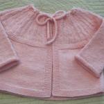 Pembe örgü bebek kazak modeli
